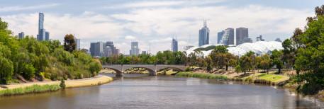 Ein altbekannter Ausblick: Melbourne CBD von der Hoddle Bridge